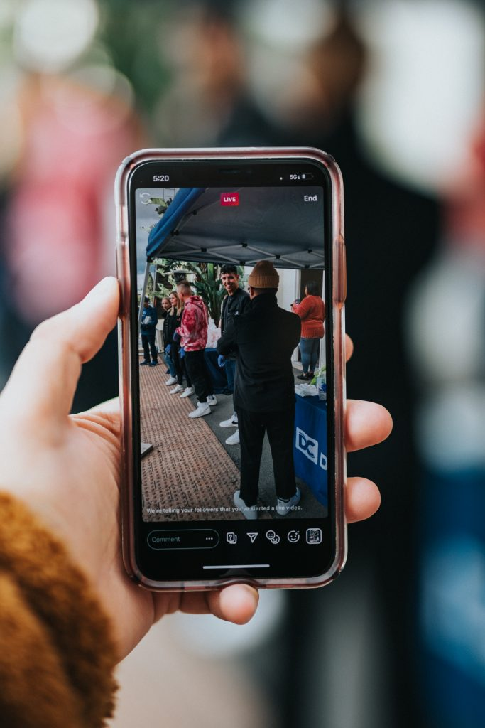 Aufgrund der starken Nutzung von Smartphones gewinnt das Livestream-Shopping immer mehr Relevanz